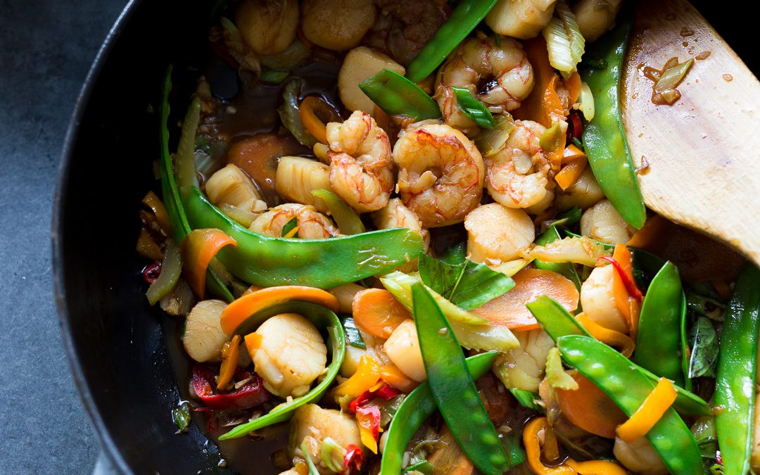 Whole30 Shrimp and Scallop Stir Fry – Paleo